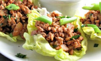 Easy Chicken Lettuce Wraps: seasoned ground chicken sautéed with mushrooms and water chestnuts, nestled in lettuce leaf, topped with a spicy hoison sauce.