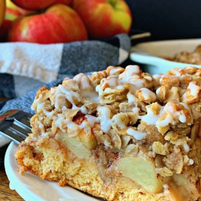 cinnamon roll crust topped with diced apples and crispy oat topping drizzled with icing.