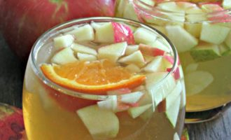 Apple Cider Honey Crisp Sangria ~ semi sweet, tangy cocktail filled with all the great flavors of fall and a hint of ginger.