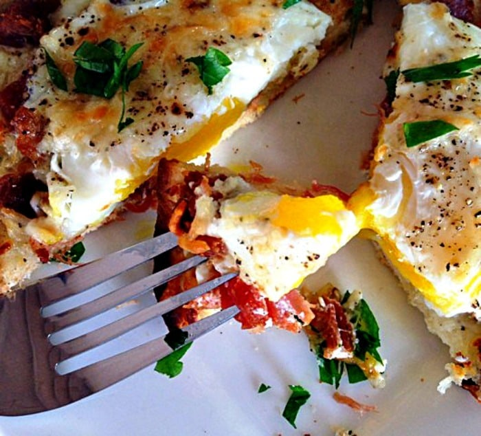 Best Breakfast Pizza ~ ridiculously delicious and so fast it's ideal even for weekday mornings. Top with your favorites including an egg and bake.