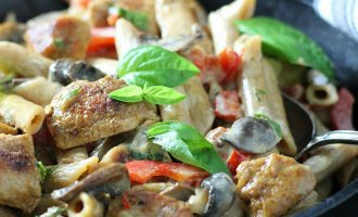creamy cajun chicken pasta ~ cajun seasoned chicken bites, penne pasta, mushrooms, bell peppers in a creamy spicy alfredo sauce.