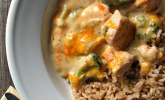 Chicken Divan recipe ~ tender bites of boneless chicken and broccoli in a silky, cheesy sauce served over rice. A family classic.