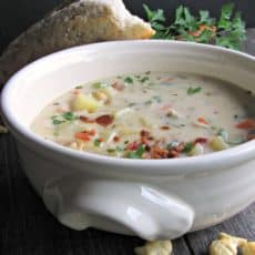 Easy Creamy Clam Chowder ~ hearty, creamy chowder packed with clams, potatoes and bits of smoky bacon. Uses flavorful, budget friendly canned clams.