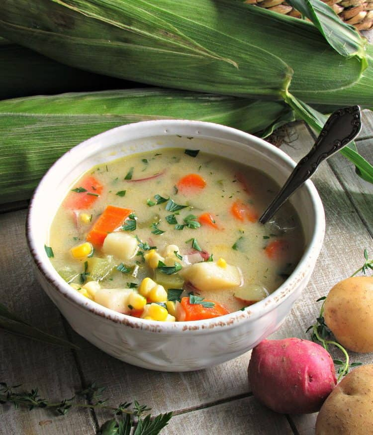 Easy Corn Chowder - delicious one-pot meal packed with vegetables and bursting with fresh summer flavor. Pair with your favorite bakery-type bread.
