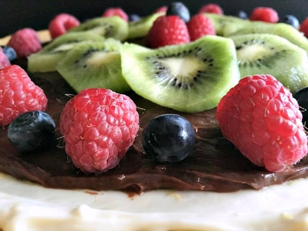 fruit tart recipe ~ sugar cookie crust topped with cheesecake-like and nutella layers + fresh seasonal fruit
