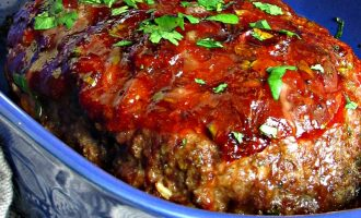 Honey Chipotle Glazed Meatloaf ~ perfectly seasoned meatloaf with a slightly sweet, boldly spicy caramelized honey chipotle glaze baked on top and cheddar cheese inside.