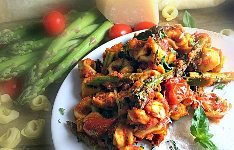 20 minute asparagus tortellini marinara