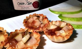 4-ingredient Baked Brie, Pear, Onion Jam Bites: mini phyllo cups filled with warm, creamy baked brie topped with onion jam & tangy diced fresh pear.